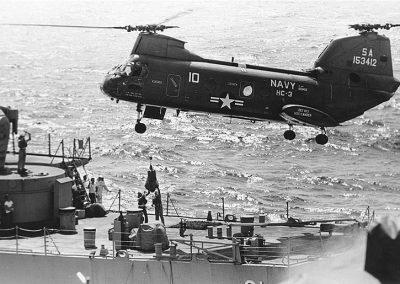 m1. UH-46_Decatur_DD-936_1968_vertrep
