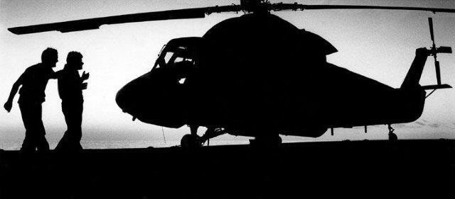 HSL-31DetB-SteveMeyer&RonFoche_on_the_flight_deck_Indonesia_1987