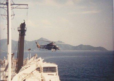 HSL-31DetB_SHAKA14_lifts_from_USNS_Chauvenet_Indonesia_1986