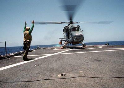 HSL-34Det6-America243_lifts_from_chocks_USS_OBannon_UNITAS_XXXII_Late_1991